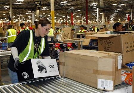 An Amazon employee receives merchandise at the Phoenix Fulfilment Center in Goodyear, Arizona, November 16, 2009 file photo. REUTERS/Rick Scuteri