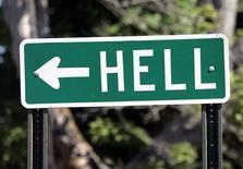 """<p>Дорожный указатель с написью """"Ад"""" на шоссе в штате Мичиган 6 июня 2006 года. Президент Туркмении Курбанкули Бердымухамедов приказал """"устранить"""" проблему горящего около 40 лет в пустыне Каракум газового кратера в Дарвазе, сообщают местные СМИ. REUTERS/Rebecca Cook</p>"""