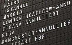 <p>Табло в аэропорту Франкфурта 15 апреля 2010 года. Гигантское облако пепла, выброшенного в атмосферу исландским вулканом, продолжает блокировать небо над Европой, оставляя сотни тысяч авиапассажиров в аэропортах. REUTERS/Ralph Orlowski</p>