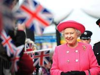 <p>Королева Великобритании Елизавета II во время визита в Ньюкасл 6 ноября 2009 года. 21 апреля 1926 года в Лондоне родилась 12-я Королева Великобритании Елизавета II.REUTERS/Owen Humphreys/Pool</p>