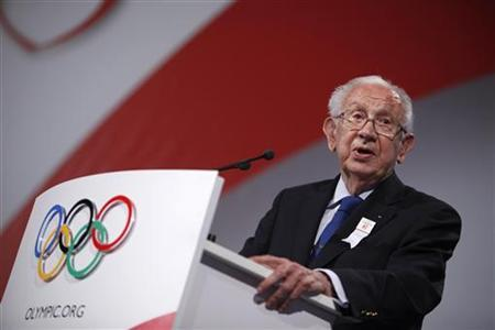 Former IOC chief Juan Antonio Samaranch speaks during the Madrid 2016 bid presentation at the 121st International Olympic Committee session at the Bella Center in Copenhagen October 2, 2009. REUTERS/Charles Dharapak/Pool