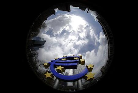 A sculpture showing the euro currency sign is seen in front of the European Central Bank (ECB) headquarters in Frankfurt April 1, 2010. REUTERS/Kai Pfaffenbach