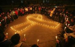 <p>Manifestazione organizzata per ricordare l'Aids nella provincia dello Shanxi, foto d'archivio. REUTERS/Stringer</p>