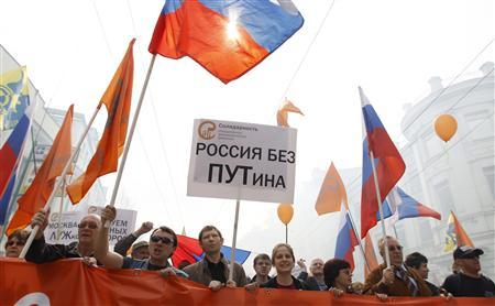 Members of the anti-Kremlin ''Solidarity'' movement carry a poster which reads ''Russia without Putin'' during a protest rally in Moscow May 1, 2010. REUTERS/Denis Sinyakov