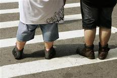 <p>Pedestrians wait to walk across a street near Times Square in New York August 28, 2007. REUTERS/Lucas Jackson</p>