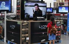 <p>A child watches a television in Bentonville, Arkansas in this June 4, 2009 file photo. REUTERS/Jessica Rinaldi</p>