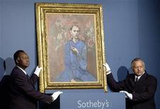 "<p>Картина Пабло Пикассо ""Юноша с трубкой"" (""Boy With the Pipe"") на аукционе Sotheby's в Нью-Йорке. 5 мая 2004 года картина Пабло Пикассо ""Юноша с трубкой"" (""Boy With the Pipe"") установила новый мировой рекорд: на аукционе Sotheby's в Нью-Йорке полотно было продано за $104.168.000. REUTERS/Chip East</p>"
