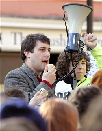 Evan Harris, former Member of Parliament for Oxford West and Abingdon, speaks during a pro-animal experimentation laboratory rally in Oxford February 25, 2006. REUTERS/Stephen Hird