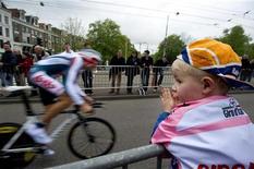 <p>Un momento della prima tappa del Giro d'Italia, partito oggi da Amsterdam. REUTERS/Olaf Kraak</p>