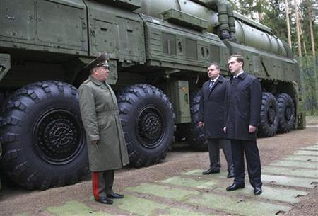 Russia's President Dmitry Medvedev (C) and Defence Minister Anatoly Serdyukov (L) visit a missile base in Teikovo in Ivanovo region, May 15, 2008. REUTERS/RIA Novosti/Kremlin/Vladimir Rodionov/Pool