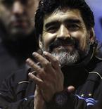 <p>Maradona aplaude ao fim de jogo contra o Haiti. O técnico Diego Maradona disse que sua seleção de futebol chegará à África do Sul com mais chances de vencer que na Copa de 1986, quando debaixo de seu prodigioso pé esquerdo ganhou o Mundial do México, quando Maradona foi consagrado o melhor jogador do planeta.05/05/2010.REUTERS/Marcos Brindicci</p>