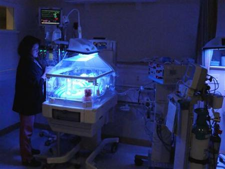 Nurse Marichu Smith cares for one of the many prematurely born infants in the state-of-the-art neonatal intensive care unit of the Westchester Medical Center in Valhalla, New York on October 27, 2009. REUTERS/Chris Baltimore