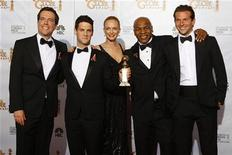 """<p>Imagen de archivo del elenco de """"The Hangover"""" tras la premiación de los Globo de Oro en EEUU. Ene 17 2010. La picante comedia """"The Hangover"""" lideró las nominaciones de los premios MTV de cine, ganándole a las exitosas """"Avatar"""" y la saga de vampiros """"Twilight: New Moon"""" que quedó en segundo lugar, dijo MTV el miércoles. REUTERS/Lucy Nicholson/Archivo</p>"""
