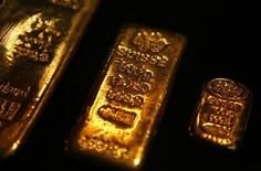 <p>Gold bars are displayed at Habib Jewels' boutique in Kuala Lumpur in this September 17, 2009 file photo. REUTERS/Bazuki Muhammad</p>