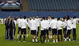 """<p>Игроки """"Челси"""" на тренировке в Мадриде 2 ноября 2009 года. В субботу 15 мая в 22.00 МСК пройдет финал Кубка Англии между командами """"Челси"""" и """"Портсмут"""". REUTERS/Dani Cardona</p>"""