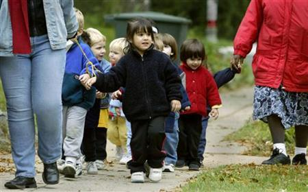 Washington D.C. preschoolers at Cleveland Park Congregational Church enjoy a walk as outdoor activities resumed October 25, 2002. REUTERS/Kevin Lamarque