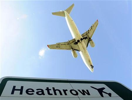 An aircraft comes in to land at Heathrow Airport in west London April 21, 2010. REUTERS/Toby Melville