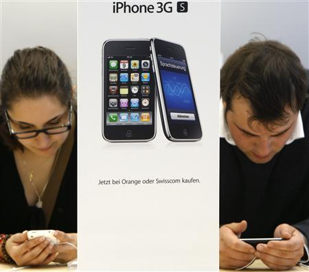 Customers try out the new iPhone 3GS on the first day of its sale at the Apple Store in Zurich, in this June 19, 2009 file photo. REUTERS/Christian Hartmann/Files