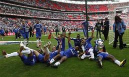 <p>Jogadores do Chelsea comemoram a conquista da Copa da Inglaterra no estádio de Wembley, em Londres. 15/05/2010 REUTERS/Eddie Keogh</p>
