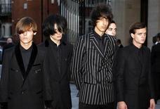 <p>Британская группа The Horrors прибывает на церемонию награждения премии Mercury Prize в Лондоне 8 сентября 2009 года. 23 мая в Москве в рамках музыкального фестиваля Avant в центре дизайна ARTPLAY на Яузе выступит британская группа The Horrоrs. REUTERS/Andrew Winning</p>