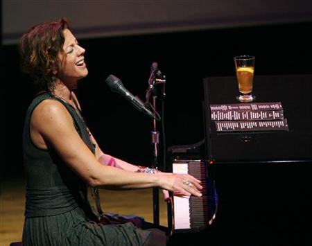 Canadian singer Sarah McLachlan performs at the first Cinema Against AIDS Toronto gala, September 15, 2009. REUTERS/Mario Anzuoni