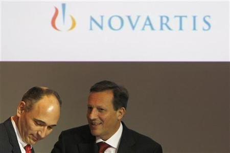Daniel Vasella (R), Chairman and Chief Executive Officer (CEO) of Swiss drugmaker Novartis and newly announced CEO Joe Jimenez attend the annual news conference in Basel January 26, 2010. REUTERS/Pascal Lauener