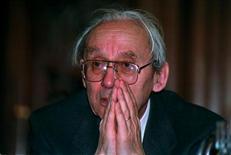 <p>Французский философ Поль Рикёр в Сорбонне 16 декабря 1993 года. 20 мая 2005 года на 92 году жизни скончался французский философ Поль Рикёр. Рикёр написал порядка 30 книг и известен, прежде всего, как представитель герменевтики, направления, основанного на теории интерпретации литературных текстов.</p>