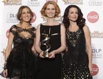 """<p>Atrizes do programa """"Sex and the City"""" após receberem Prêmio ShoWest Ensemble Award em Las Vegas. O novo filme da franquia transfere as quatro protagonistas de Nova York para o Oriente Médio. 18/03/2010 REUTERS/Steve Marcus</p>"""