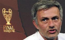 <p>Mourinho in foto d'archivio. REUTERS/Paolo Bona (ITALY - Tags: SPORT SOCCER)</p>