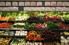 <p>Organic vegetables are shown at a Whole Foods Market in LaJolla , California May 13, 2008 as the company is set to release second quarter earnings today. REUTERS/Mike Blake</p>