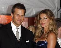 <p>O astro do futebol americano Tom Brady e sua esposa, a modelo Gisele Bundchen, participam de um evento em Nova York, em maio de 2009. Uma juíza de Nova York arquivou uma ação judicial contra eles movida por uma agência de notícias, que acusou os guarda-costas do casal de disparar contra fotógrafos. 04/05/2009 REUTERS/Lucas Jackson</p>