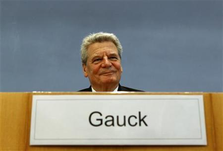 Joachim Gauck, candidate for June 30 presidential elections smiles before a news conference in Berlin, June 4, 2010. REUTERS/Fabrizio Bensch