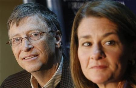 Microsoft founder Bill Gates (L) and his wife Melinda attend a news conference at the World Economic Forum (WEF) in Davos January 29, 2010. REUTERS/Arnd Wiegmann