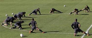 <p>Seleção brasileira treina em Johanesburgo. Após amistoso com a Tanzânia, reservas do Brasil ameaçam titulares. REUTERS/Paulo Whitaker</p>