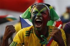 <p>Torcedor sul-africano reage durante jogo de abertura da Copa, entre África do Sul e México, que terminou em 1 x 1. REUTERS/Ivan Alvarado</p>