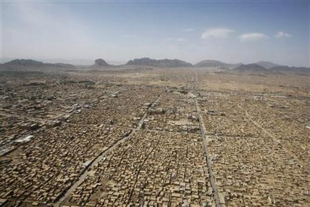 An aerial view of Kandahar is seen from a blackhawk helicopter over Afghanistan, May 7, 2009. REUTERS/Jason Reed