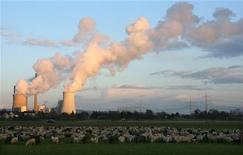 <p>Water vapour rises from the cooling towers at the 'Staudinger' coal power plant of German RWE AG energy company, while a flock of sheep and goats gather in a field in front, in Grosskrotzenburg, 30km (18 miles) south of Frankfurt in this March 21, 2007 file photo. REUTERS/Kai Pfaffenbach/Files</p>