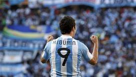 <p>O jogador argentino Gonzalo Higuaín comemora após marcar um gol contra a Coreia do Sul pelo grupo B da Copa do Mundo de 2010. No estádio de Soccer City, Johanesburgo, 17 de junho de 2010. REUTERS/Jerry Lampen</p>