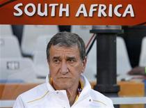 <p>O técnico Carlos Alberto Parreira comanda a seleção da África do Sul contra a França, em sua última partida no Mundial. REUTERS/Jorge Silva</p>