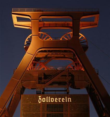 Blick auf die stillgelegte ''Zeche Zollverein'' in Essen am 7. Januar 2010. REUTERS/Ina Fassbender