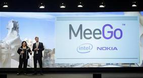 <p>Nokia e Intel falam do MeeGo. A Nokia utilizará o sistema operacional Linux MeeGo em modelos da linha de celulares N-series na expectativa de que a nova plataforma dê mais força para a companhia enfrentar rivais como a Apple e o Google.15/02/2010.REUTERS/Albert Gea</p>