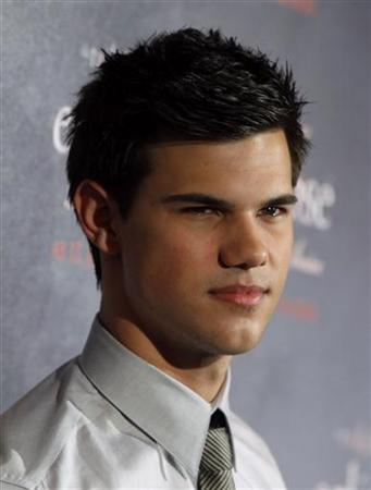 U.S. actor Taylor Lautner poses during a photo call promoting the new movie ''The Twilight Saga: Eclipse'' in Berlin, June 18, 2010. REUTERS/Thomas Peter