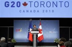 <p>Президент Франции Николя Саркози выступает на пресс-конференции в Торонто, 27 июня 2010 года. Мировые лидеры в воскресенье решили, что будут придерживаться различных способов сокращения дефицита бюджетов и обеспечения безопасности банковской системы. REUTERS/Blair Gable</p>