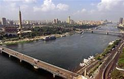 <p>A view of the Nile river flowing through the Egyptian capital Cairo, December 2003. REUTERS/Aladin Abdel Naby</p>