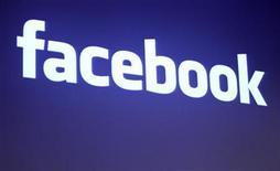 <p>Foto de archivo: El logo de Facebook aparece en la sede de la firma en Palo Alto, California, mayo 26 2010. REUTERS/Robert Galbraith (UNITED STATES)</p>