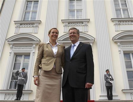 Newly sworn-in German President Christian Wulff and his wife Bettina stand in front of the presidential residence Bellevue palace, after a welcoming ceremony in Berlin July 2, 2010. REUTERS/Fabrizio Bensch