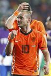 <p>Holandês Wesley Sneijder, que teve gol de empate contra o Brasil creditado pela FIFA, comemora vitória que tirou a seleção brasileira da Copa na partida em Port Elizabeth. 2/7/2010. REUTERS/Jerry Lampen</p>