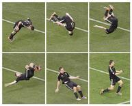 <p>Alemão Miroslav Klose comemora com cambalhota segundo gol marcado na partida contra a Argentina pelas quartas de final na Cidade do Cabo. 3/7/2010. REUTERS/Oleg Popov</p>