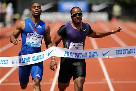 Walter Dix (R) of the U.S. crosses the finish line ahead of compatriot Tyson Gay (L) to win the men's 200 meters at the Prefontaine Classic Diamond League track meet in Eugene, Oregon July 3, 2010. REUTERS/Steve Dykes