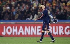 <p>Espanhol Fernando Torres caminha durante partida contra o Paraguai, pela Copa do Mundo: atacante teve outro desempenho apagado na vitória por 1 x 0 no sábado. REUTERS/Marcelo Del Pozo</p>